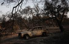 Grecia enfrenta enormes incendios en suburbios del norte de Atenas