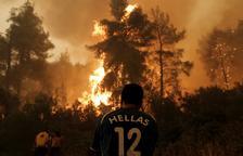 Grecia investiga si los fuegos son obra de redes criminales