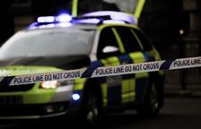 Un jove mata a trets cinc persones als carrers d'un poble anglès