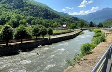 Les refuerza el muro del Garona y hará un pabellón polideportivo