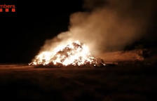 Un incendio calcina trigo y cebada almacenados en Arbeca