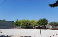 Barbens instal·la una nova pista poliesportiva al costat de l'escola