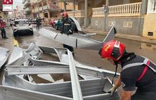 Un aiguat escombra el nord de València i el temporal arriba a Tarragona