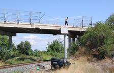 Cae de un puente a la vía del tren en Castellnou de Seana