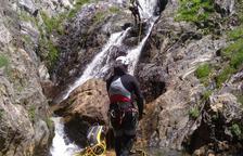 Muere un senderista al caer por un desnivel de unos 30 metros en Alins