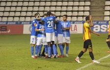 Els futbolistes del Lleida Esportiu celebren un dels tres gols que van aconseguir davant del Sant Andreu.