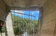 Sant Esteve de la Sarga instal·la portes a Mont-rebei per tancar-lo davant possibles emergències