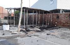 Calen foc a la microdeixalleria d'Artesa de Lleida i fan pintades