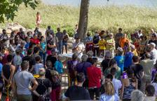 Més de 150 persones exigeixen parar les obres a la paret de la via de Camarasa