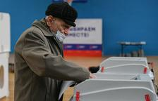 El partido del Kremlin gana y los comunistas suben en las elecciones
