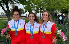 Miren Lazkano, Klara Olazabal i Núria Vilarrubla amb la medalla de plata al Mundial de Bratislava.