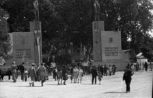 1946. Imatge del fons Porta de l'IEI que mostra l'entrada al certamen l'any 1946, quan es recupera després de la guerra.