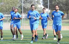 Los jugadores del Lleida durante la sesión de recuperación de ayer en el Annex.