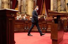 El president del Govern, Pere Aragonès, dirigint-se cap al faristol durant el debat de política general del Parlament.