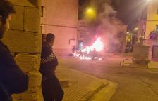 Arde una furgoneta en Cervià tras un espectáculo de fuegos artificiales