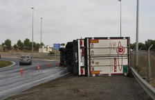 Bolca un camió i el xòfer en surt il·lès a Alpicat