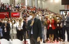 Pedro Sánchez, ahir al Congrés del PSOE, amb la lleidatana Montse Mínguez darrere a l'esquerra.