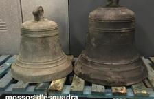 Hallan dos campanas robadas en la Segarra en Miralcamp Desaparecieron en 2019 de un santuario de Massoteres || Encontradas en una acequia de riego en el Pla d'Urgell