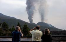 El volcán de Cumbre Vieja continua expulsando grandes cantidades de cenizas.