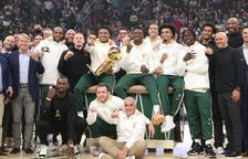 Els Bucks arranquen la defensa del títol guanyant contra els Nets