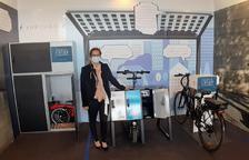 Els tres espais que ofereixen per aparcar bicis i patinets.
