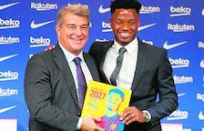 El presidente Joan Laporta junto a Ansu Fati, ayer durante el acto de renovación del futbolista.