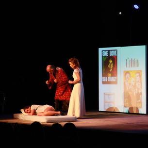Un moment de la representació d''El retorn d'Hug Roger' a Olp.