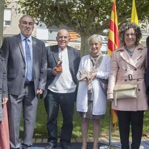 Montse Sánchez, presidenta de Súmate, al recoger el premio.
