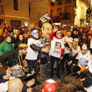 Cervera embogeix amb la celebració dels títols mundials de Marc i Àlex Márquez. Unes dotze mil persones, segons fonts municipals i de la policia local, van deixar petita la ciutat