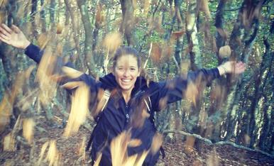 M'encanta passejar a la tardor quan comença a fer fred i cauen les fulles dels arbres. Es màgic caminar envoltada de color càlids ♥