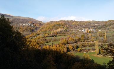 es el paissatge que es veu des del poble de castell-d'estao cap a obeix (vall fosca), al final de la tardor gairebe! Es un tram del recorregut del ''cinque llac''