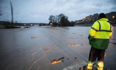 El desbordament del riu Sió va inundar les carreteres d'accés a les Oluges.