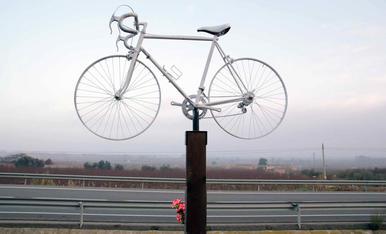 Monument als 2 ciclistes atropellats a Seròs