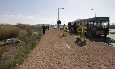 Accident entre un cotxe i un autobús a Lleida