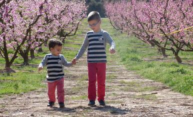 El Biel i el Martí disfrutant d'un matí molt primaveral. Agrairia que no es publiques aquesta fotografia a altres pagines a part d'aquesta, gracies!