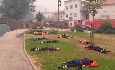 © Els bombers portuguesos, extenuats