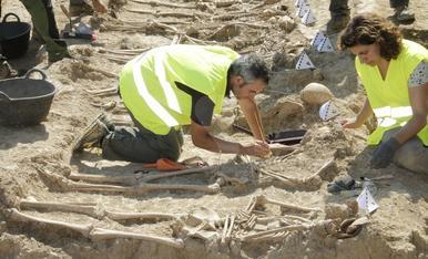 Imatges de la fossa exhumada a Figuerola d'Orcau
