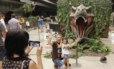 © 80 dinosaures als Camps Elisis