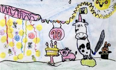 Ariadna ha querido reflejar en su dibujo la felicidad que lleva a todos los niños a cumplir años y nada mejor que hacerlo con sus mejores amigos de la vaca, entre ellos están sus 4 pollitos que tenemos en casa.