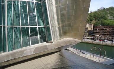 Vacances a Bilbao...Museu Guggenheim...Visuatlización exterior, de una part posterior del Museu.