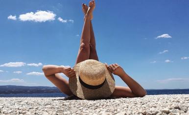 1. Foto al veler: Vacances al mar de la Costa Brava 2. Foto amb la cistella: Que no acabi mai l'estiu! Platja de Sant Pol (S'Agaró) 3. Foto prenent el sol: Disfrutant prenent el sol amb el caloret de la Costa Brava (camí de Ronda)