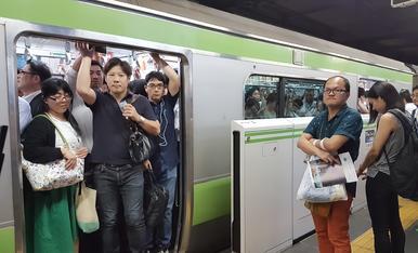 10.TOKIO El metro en  horas punta
