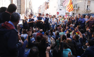 © Desallotjament de manifestants de l'1-O a Terrassa