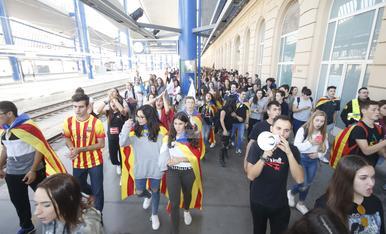 © Els estudiants prenen l'estació de Lleida