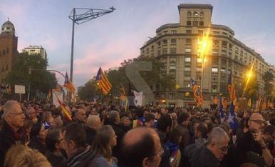 Manifestació a Barcelona per la llibertat dels exconsellers i els 'Jordis'