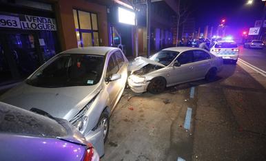 © Un conductor ebri destrossa 3 cotxes