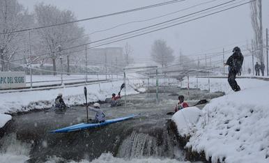 © Els piragüistes no temen la neu