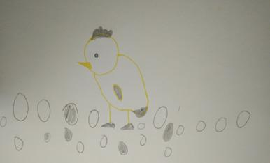 La Noa ha dibuixat un pollet i ous de xocolata.
