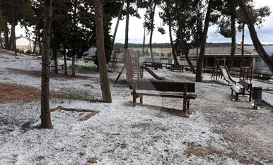 © La primavera arranca amb fred, neu i pedra