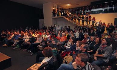 Imatges del debat sobre censura al Museu de Lleida